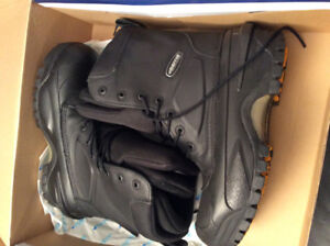BRAND NEW. BAFFIN SIZE 9 BOOTS WITH DOUBLE LINING