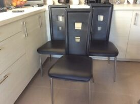 6 MODERN BLACK DINING CHAIRS £20 ono.