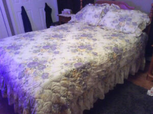 Bedspread and shams queen size