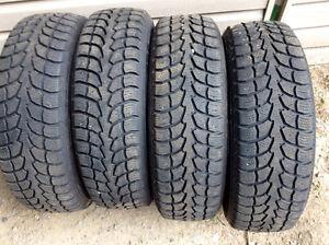 4 pneus KUMHO-185-70r-14.  4 pneus WINTER CLAW 185-70r-14 $150.!