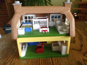 STEP 2 DOLLHOUSE WHIT SOUNDS MUSIC WHITH BUILT IN FURNITURE Gatineau Ottawa / Gatineau Area image 8
