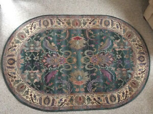 """Area rug, thick weave. Floral design. VGUC 96"""" x 63"""""""