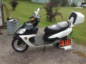 Saga 49cc deluxe gas scooter