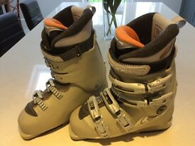 Salomon Women's ski boots size 6