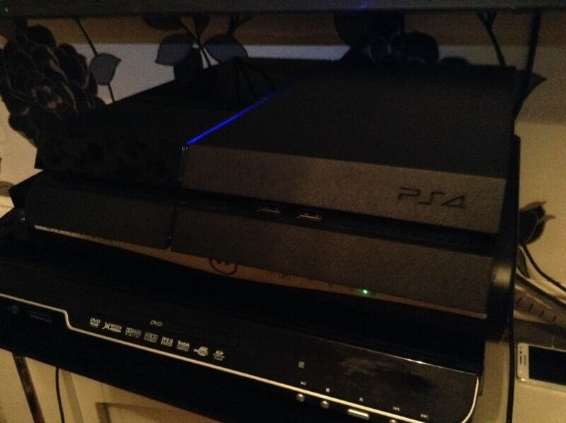 Ps4 500gb comes with 1 controller and 2 gamesin Birmingham, West MidlandsGumtree - Ps4 500gb comes with 1 controller and 2 games watch dogs and drive club selling for £160 nothing wrong with call me on 07516861366