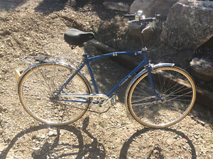 Rare vintage  FUJI Cambridge 3 speed street bike Windsor Region Ontario image 3