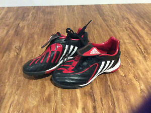 Adidas Sz 12 soccer shoes