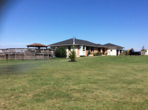 Bungalow on 15 Acre Hobby Farm in Binbrook!