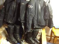 Vetements de motos Rukka pour femmes et pour hommes avec bottes