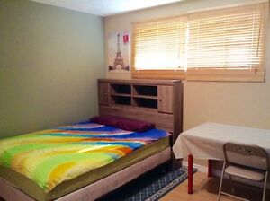 Female professional or student roommates ONLY! Near University o