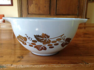 Vintage Pyrex Delphite Golden Grapes 441, more