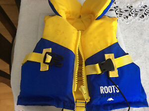 Almost new life jacket 9-14 kilos + Pampers Spashers