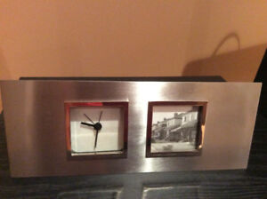 CHROME CLOCK WITH PHOTO FRAME - MINT CONDITION
