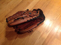 New. Baseball glove..MIZUNO..for LEFTIES...Adult...Top QUALITY