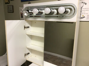 Armoire de salle de bain (pharmacie)