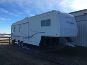 Customized Monaco Medallion 31ft.5th Wheel with Arctic package