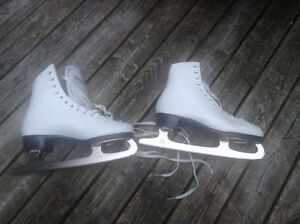 Woman's size 6 leather figure skate