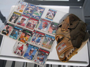 BASEBALL LEATHER GLOVE AND CARDS
