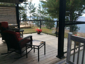 WELL-APPOINTED HURON RIDGE PARK MODEL RV ON WATERFRONT LOT