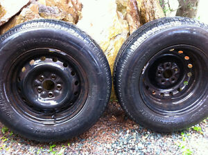 4 pneus (4 Saison) de grandeur 205/70/R14