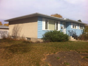 ATTENTION OUT OF TOWN WORKERS!  Room for rent Fort Saskatchewan!