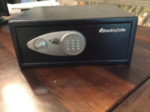Sentry Safe with electronic lock amd key