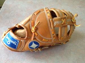 All leather baseball glove