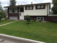 10 Minute WALK to U of M - FURNISHED room - Quiet family home