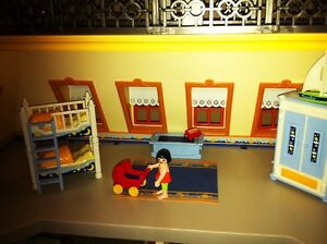 Playmobil Victorian Mansion - with furniture and poeple West Island Greater Montréal image 3