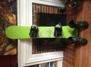 Rossignol Rooster 160 Snowboard and Size 10.5 Flow Boots