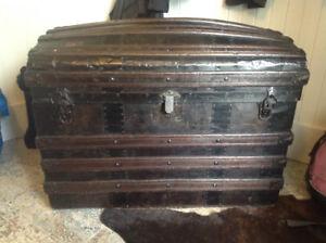 Coffre bois antique