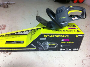 Yardworks 3.5A / 18-in. Electric Hedge Trimmer like new only $55