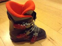 Kids ski boots