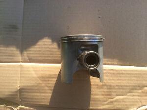Piston Exciter SX 93, original en bonne condition, $60  Luc au 4