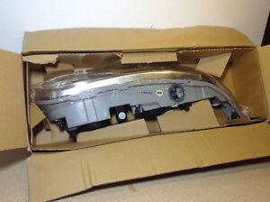 **NEW IN BOX** 1999 - 2004 Alero headlight assembly TYC 20-5673