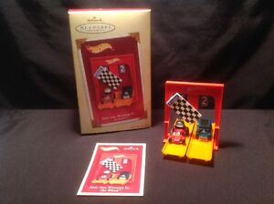 """HOT WHEELS """"AND THE WINNER IS"""" HALL MARK ORNAMENT ( 2005 )"""
