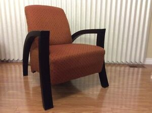 2 chairs in perfect condition. 2 chaises en parfaite condition. Gatineau Ottawa / Gatineau Area image 1