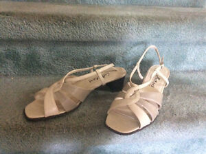 Woman's size 11 beige Tenter Tootsies Collection Sandals