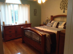 Great condition SOLID OAK Lane Furnishings bedroom set