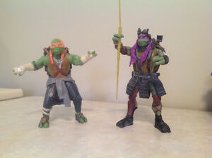 Teenage Mutant Ninja Turtles Donatello and Michelangelo figures