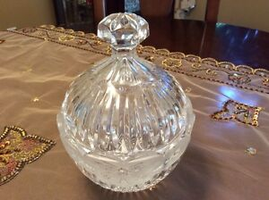 Vint lead crystal candy dish with lid-deeply cut pattern West Island Greater Montréal image 2