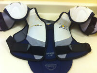 Shoulder Pads for Women's Ice Hockey