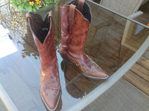 "ARIAT WOMEN'S ""DAHLIA"" WESTERN BOOTS-SIZE 5.5"