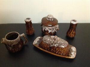 Vaisselle ancienne, accessoirs de table, en céramique