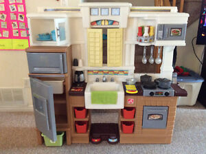 Step2 deluxe play kitchen