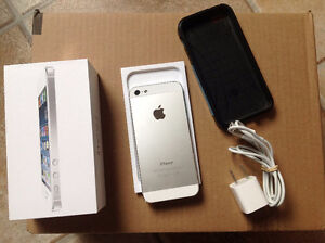 White iPhone 5 - 16 GB- unlocked - LIKE NEW