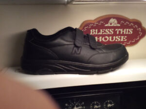 SHOES MENS SIZE 12 BRAND NEW CONDITION