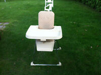 Nice high chair  with quick reless talbe  Chaise haute  the hie