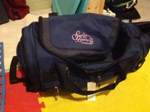 DUFFLE BAG WITH WHEELS