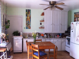 SUBLET 6 1/2 Little Italy - 1250$ - Available Feb 1 or March 1